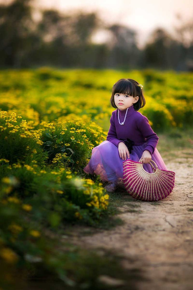Tuệ Lâm đặc biệt hào hứng với các hoạt động ngoại khóa, đồng cỏ rộng thường là địa điểm được bé chọn khi bố mẹ cho đi chơi.