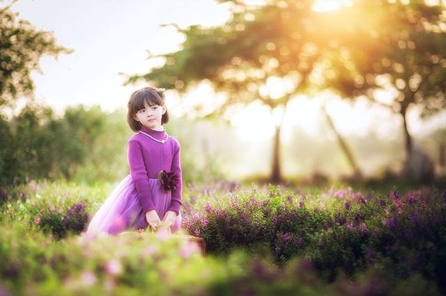 Ánh mắt trong veo, nụ cười tươi đáng yêu là điểm nổi bật khiến cô bé dễ gây thiện cảm với người xem.