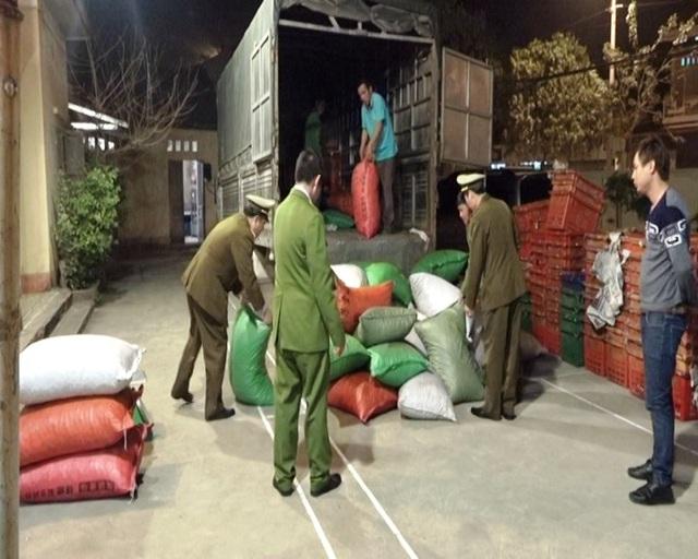 2 tấn hạt dẻ nhập lậu Trung Quốc bị các lực lượng chức năng tỉnh Lạng Sơn bắt giữ