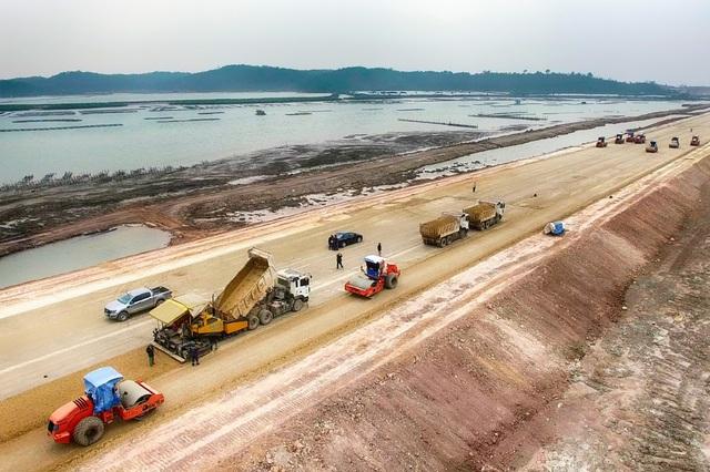 ...Cùng với cao tốc Hạ Long - Hải Phòng, Quảng Ninh sẽ có được tuyến cao tốc dài nhất Việt Nam.