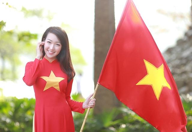 Nữ cổ động viên xinh đẹp của U23 Việt Nam - 8