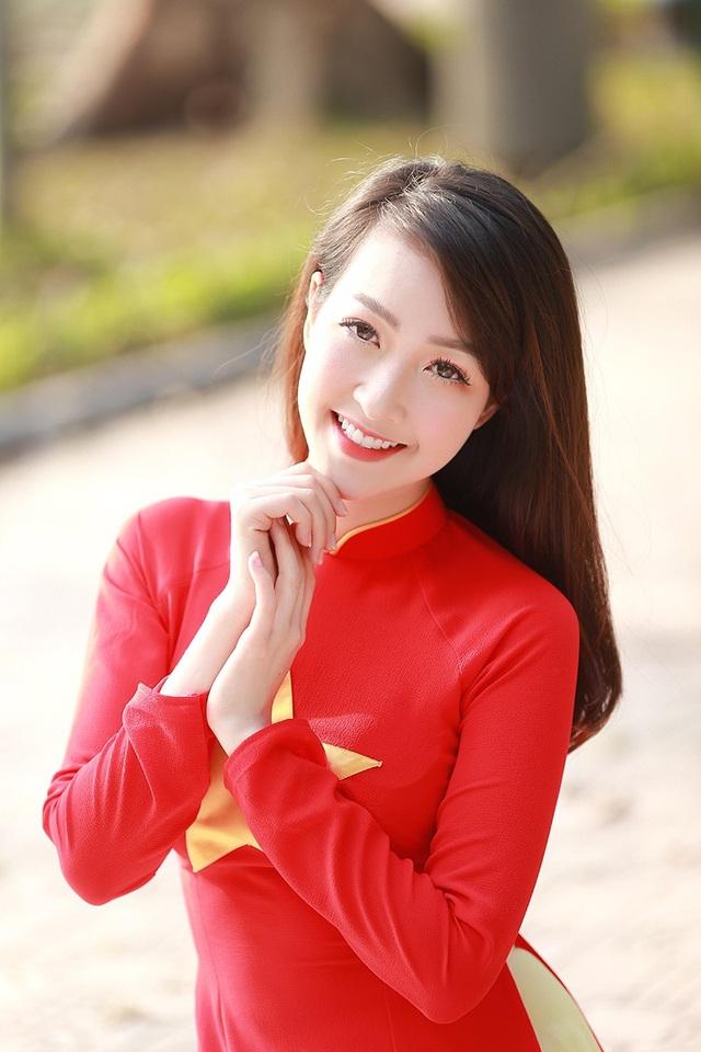 Nữ cổ động viên xinh đẹp của U23 Việt Nam - 9