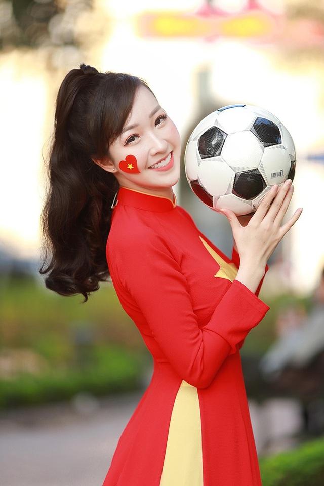 Nữ cổ động viên xinh đẹp của U23 Việt Nam - 11