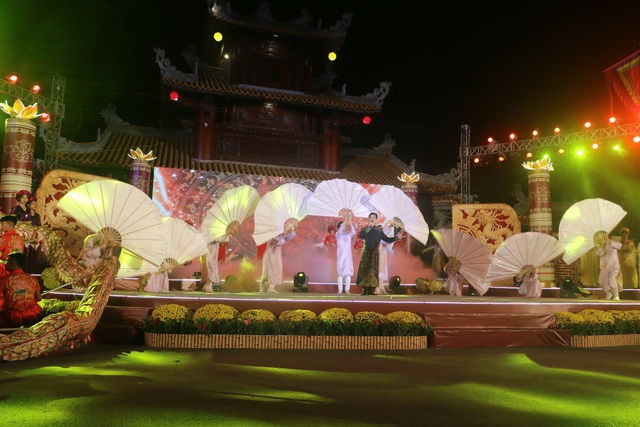 Tiết mục văn nghệ mở màn trong đêm khai mạc Tuần lễ Văn hóa Du lịch 2018 - Đồng Tháp