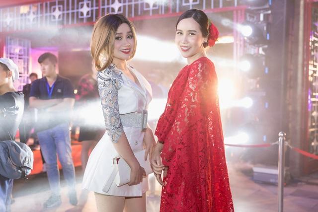 Hồ Hoài Anh - Lưu Hương Giang và nhạc sĩ Lưu Thiên Hương chính là những cái tên trong một gia đình quyền lực của âm nhạc Việt và là cố vấn nghệ thuật cho nhiều chương trình. Cả 3 được nhận xét là những nghệ sĩ có chuyên môn, tâm huyết và hoạt động tích cực với nghề.