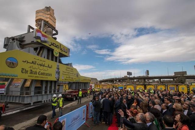 Các quan chức quốc tế và địa phương cùng khách du lịch tới chứng kiến buổi lễ