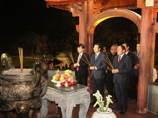 Dâng hương tại đài chính Thành cổ Quảng Trị, tri ân các liệt sĩ đã ngã xuống