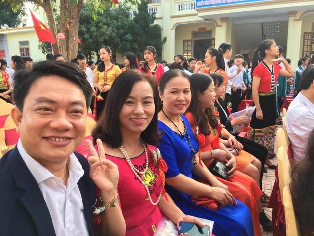 Bên cạnh duyệt lá đơn bá đạo của học trò, Ban giám hiệu Trường THCS Trà Lân sẽ tổ chức cho cán bộ, giáo viên, học sinh cổ vũ đội tuyển U23 Việt Nam thi đấu chung kết ngay trong sân trường (ảnh F.B)