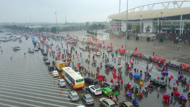 Hình ảnh ghi tại khu vực Sân vận động Mỹ Đình lúc 12h35