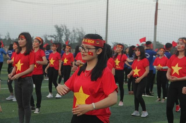 Những màn nhảy cổ vũ đầy nhiệt huyết của sinh viên Đại học Hà Tĩnh.