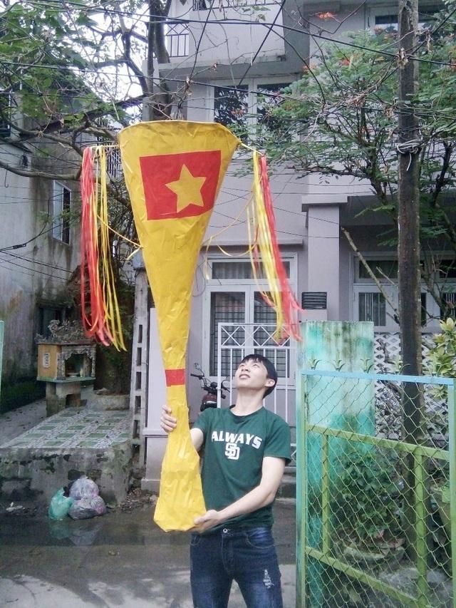 Một người dân Huế làm Cúp vô địch cho đội tuyển U23 Việt Nam