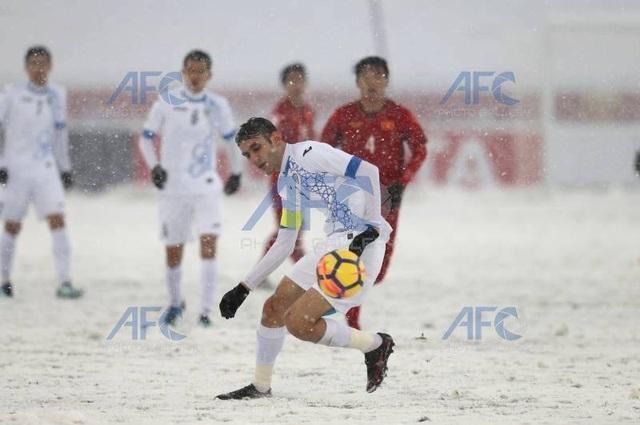 Choáng với mặt sân phủ đầy tuyết ở trận U23 Việt Nam - U23 Uzbekistan - 3