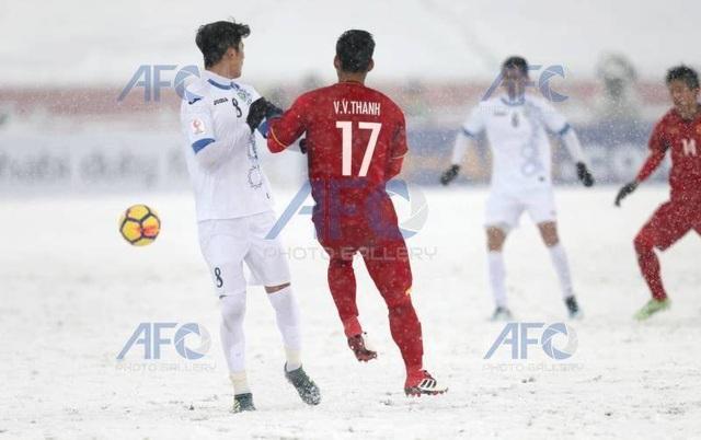 Choáng với mặt sân phủ đầy tuyết ở trận U23 Việt Nam - U23 Uzbekistan - 1