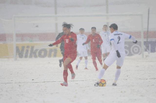 Choáng với mặt sân phủ đầy tuyết ở trận U23 Việt Nam - U23 Uzbekistan - 9