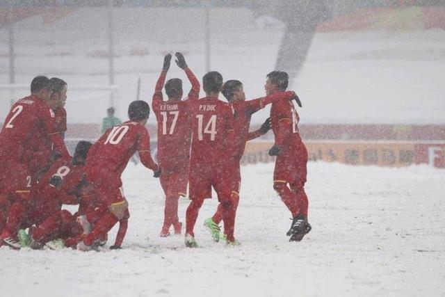 Choáng với mặt sân phủ đầy tuyết ở trận U23 Việt Nam - U23 Uzbekistan - 8