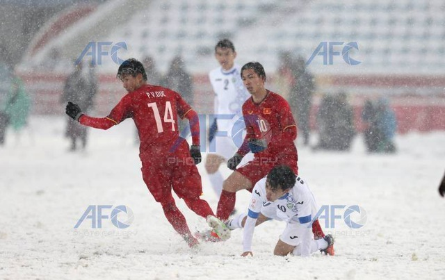 Choáng với mặt sân phủ đầy tuyết ở trận U23 Việt Nam - U23 Uzbekistan - 7