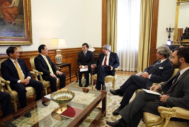 Chủ tịch Quốc hội Bồ Đào Nha chia sẻ từng xuống đường đấu tranh vì hòa bình của Việt Nam