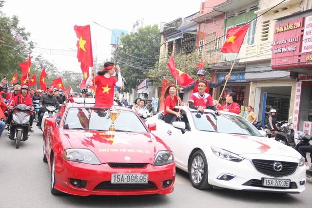 Việt Nam rực sắc đỏ trước trận chung kết U23 châu Á - 9