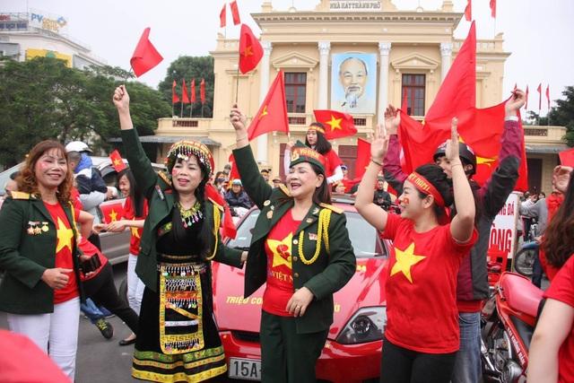 Việt Nam rực sắc đỏ trước trận chung kết U23 châu Á - 11