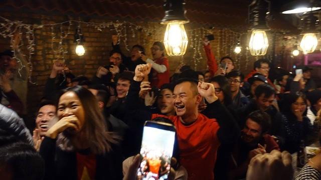 Du học sinh Việt khắp 5 châu thức trắng đêm, rực lửa cảm xúc cổ vũ U23 Việt Nam - 4