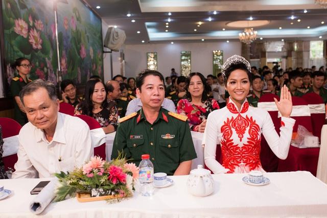Hoa hậu Hhen Niê là khách mời trong chương trình Giao lưu nữ biệt động Sài Gòn - Chợ Lớn - Gia Định trong chiến dịch Xuân Mậu Thân 1968.