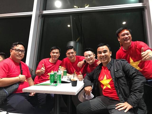 Quyền Linh, Hoàng Bách, Bình Minh lên đường đi cổ vũ U23 Việt Nam từ 3h sáng - 4