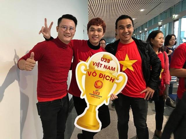 Quyền Linh, Hoàng Bách, Bình Minh lên đường đi cổ vũ U23 Việt Nam từ 3h sáng - 2
