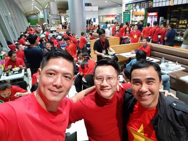 Quyền Linh, Hoàng Bách, Bình Minh lên đường đi cổ vũ U23 Việt Nam từ 3h sáng - 3