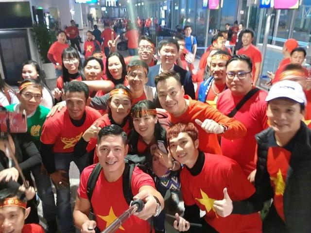 Quyền Linh, Hoàng Bách, Bình Minh lên đường đi cổ vũ U23 Việt Nam từ 3h sáng - 7