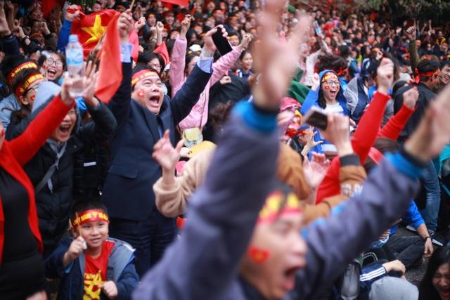 Sung sướng tuyệt độ với ghi bàn của Quang Hải