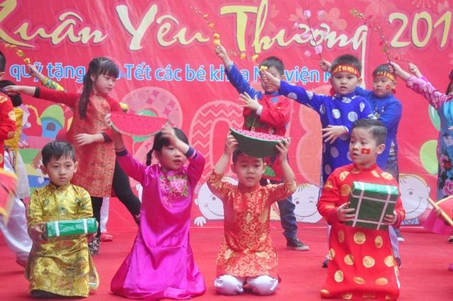 """Thú vị em nhỏ hát """"Việt Nam ơi"""" cổ động U23 Việt Nam chiến thắng - 9"""