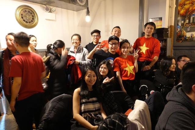 Du học sinh Việt khắp 5 châu thức trắng đêm, rực lửa cảm xúc cổ vũ U23 Việt Nam - 2