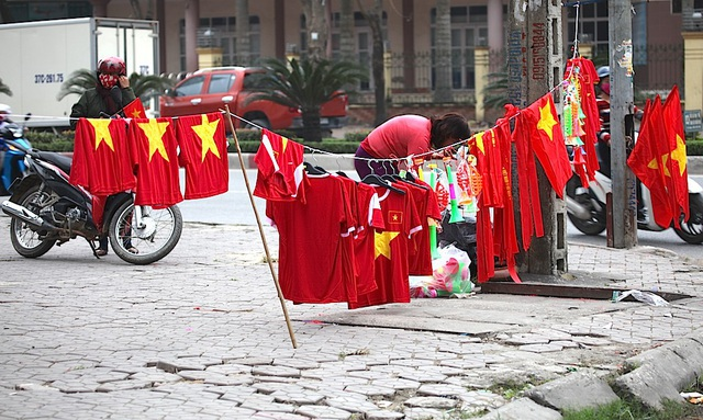 Việt Nam rực sắc đỏ trước trận chung kết U23 châu Á - 25