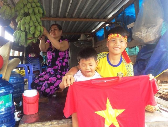 Hai anh em Võ Hoàn Sỹ sẵn sàng cổ vũ U23 Việt Nam