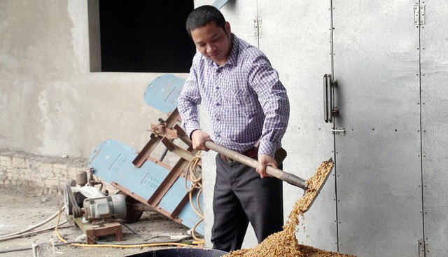 Có được thành công như ngày hôm nay, anh Nguyễn Đăng Cường (38 tuổi, ở xã Đại Đồng Thành, Thuận Thành, Bắc Ninh) cũng từng phải trải qua nhiều thất bạt. Gia cảnh khó khăn phải nghỉ học từ sớm, anh bôn ba khắp trong Nam ngoài Bắc, từng làm nhân viên bảo vệ, kinh doanh bán lẻ siêu thị… nhưng đều không thành công.