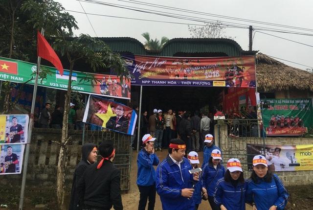 Không khí nóng rừng rực tại gia đình ông Bùi Văn Khánh - bố thủ môn Bùi Tiến Dũng -ở Ngọc Lặc, Thanh Hóa.