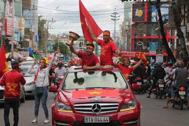 Việt Nam rực sắc đỏ trước trận chung kết U23 châu Á - 31