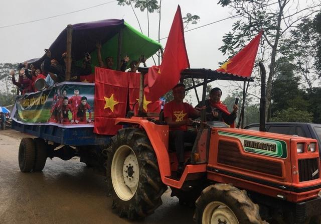 Chiếc máy cày U23 Việt Nam của người hâm mộ Thanh Hóa (Ảnh: Duy Tuyên)