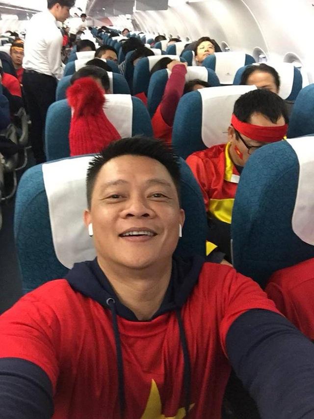 Quyền Linh, Hoàng Bách, Bình Minh lên đường đi cổ vũ U23 Việt Nam từ 3h sáng - 11