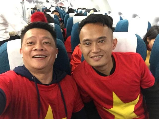 Quyền Linh, Hoàng Bách, Bình Minh lên đường đi cổ vũ U23 Việt Nam từ 3h sáng - 10