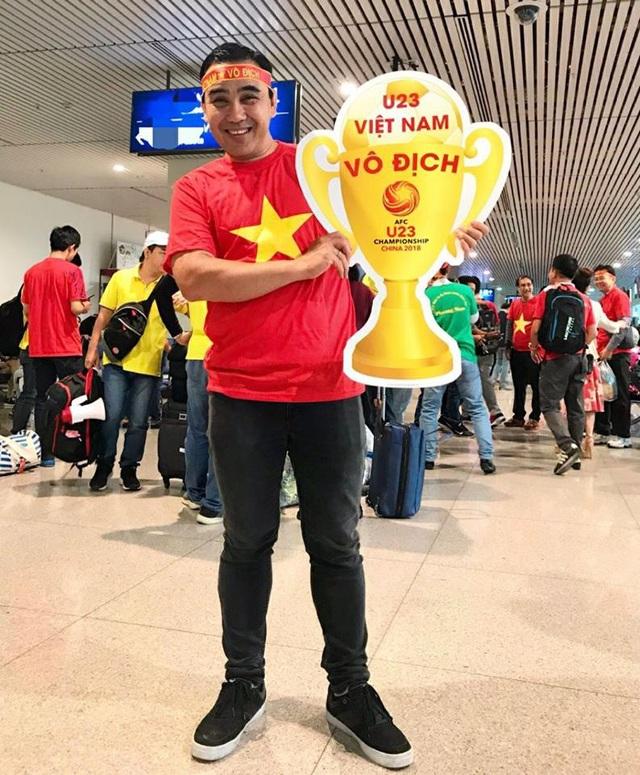 Quyền Linh, Hoàng Bách, Bình Minh lên đường đi cổ vũ U23 Việt Nam từ 3h sáng - 1