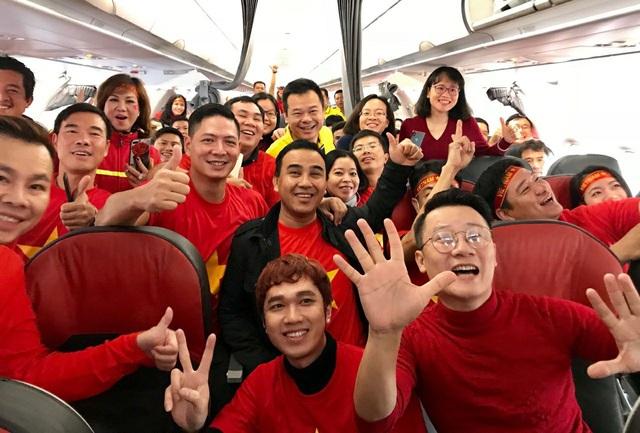 Quyền Linh, Hoàng Bách, Bình Minh lên đường đi cổ vũ U23 Việt Nam từ 3h sáng - 6