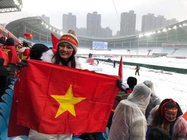 Nghệ sĩ xót xa cho các tuyển thủ U23 Việt Nam gặp bất lợi vì băng tuyết - 4