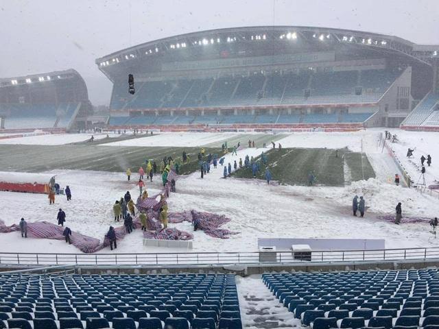 Sân Thường Châu đang được dọn tuyết (Ảnh: Châu Châu)
