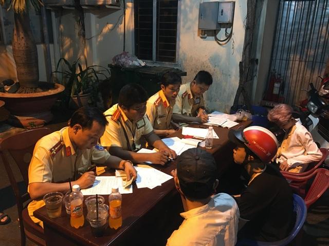 Cảnh sát khống chế hàng trăm thanh niên quá khích sau trận chung kết U23 Việt Nam - 10