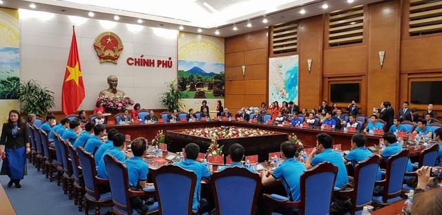 Quang cảnh cuộc gặp gỡ của Thủ tướng với tuyển thủ U23 tại phòng họp Chính phủ