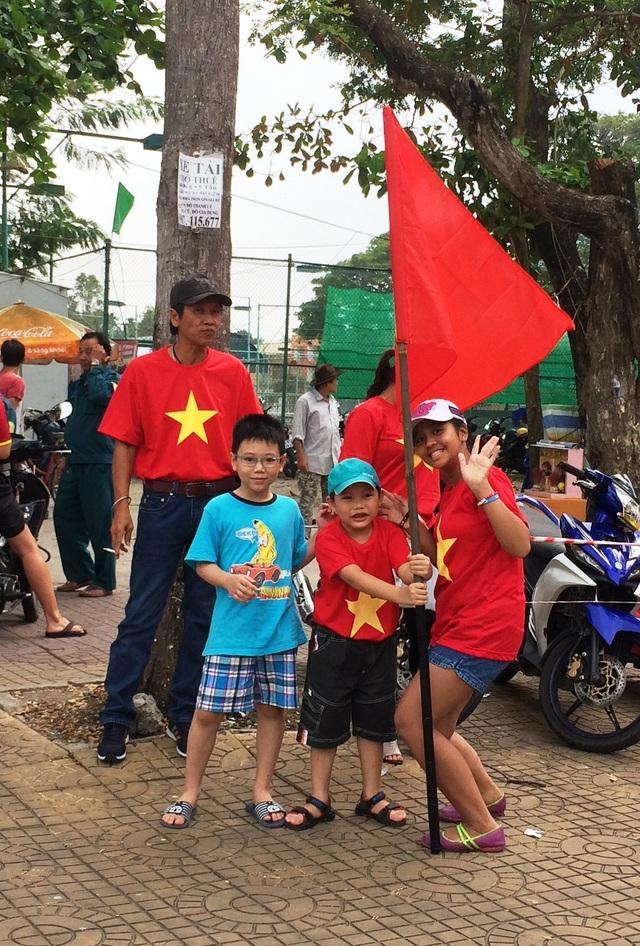 Chuẩn bị ra sân cổ vũ U23 Việt Nam