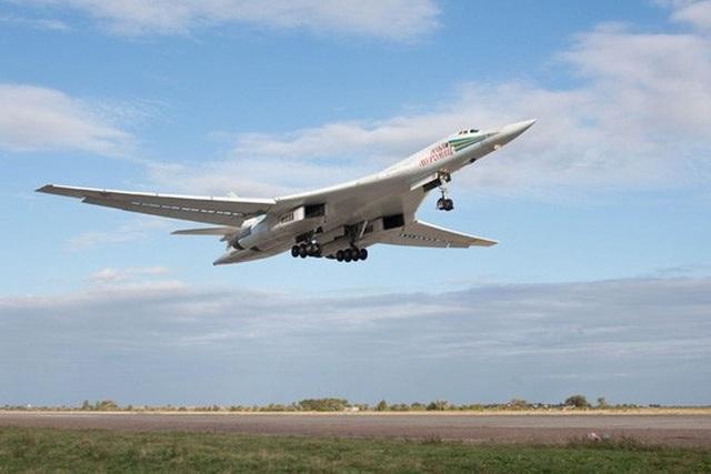 Máy bay ném bom chiến lược Tupolev (TU) 160 của Nga. Ảnh: Airheadsfly.Com