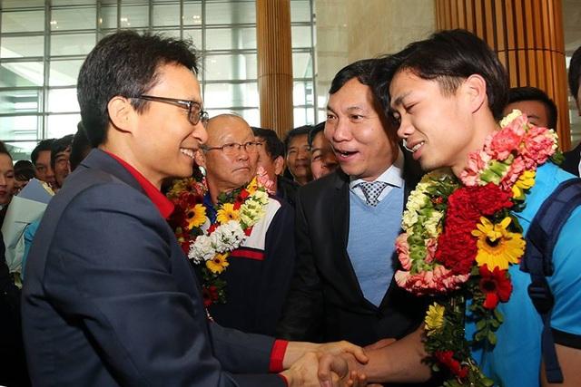 Thủ tướng kể chuyện chờ 5 tiếng để đón U23 Việt Nam - 11