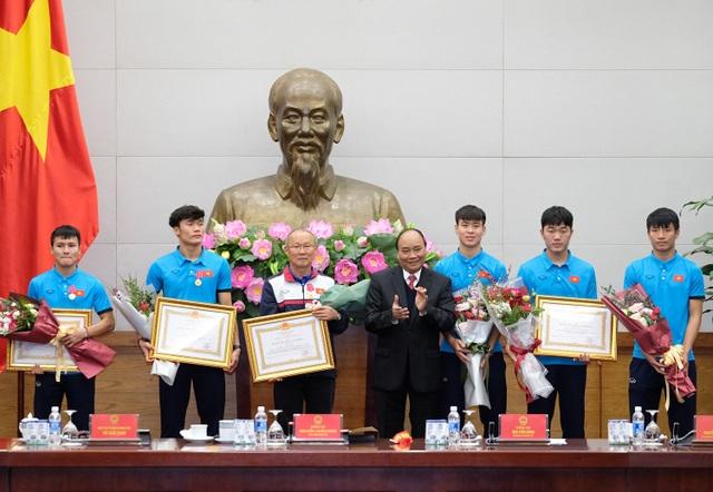 Thủ tướng kể chuyện chờ 5 tiếng để đón U23 Việt Nam - 7